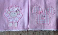 Kit com 2 fraldas de pano com bordado em patchwork. Fralda cremer 100% algodão.