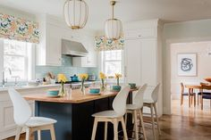 Kelly Rogers Took the Kitchen in This Kit House from Drab to Delightful 1930s Kitchen, Loft Kitchen, Farmhouse Style Kitchen, Kitchen Interior, Kitchen Decor, Kitchen Ideas, Kitchen Pictures, 10x10 Kitchen, Kitchen Tables