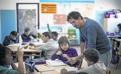 Lo presentan como el mejor maestro de España, candidato al Global Teacher Prize (el Nobel de los maestros) y él con un punto de modestia que le honra contesta invariable que hay muchos como él. Se ...