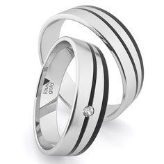 Masívne pôsobiace obrúčky sú obohatené najmä okvalitný aočarujúci karbón.. S bohatým použitím zlata v jeho šírke pôsobia naozaj nadštandartne a luxusne. Pre pohodlnosť nosenia majú z vnútornej strany zaoblený profil. Dámsku obrúčku zdobí dominantný 2mm kameň. Doprajte si niečo výnimočné, tak ako je vaša láska výnimočná. Laura Gold, Wedding Rings, Engagement Rings, Jewelry, Enagement Rings, Jewlery, Jewerly, Schmuck, Jewels