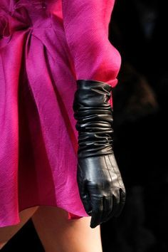 Gloves are always beautiful worn like this / you know where to put the st