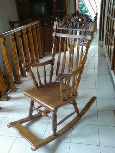 Kursi Goyang Mebel Jepara merupakan produk furniture kursi unggulan dari aura mebel furniture jepara sebagai salah satu tempat produksi furniture