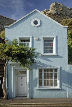 Exterior house colors stucco florida window 33 ideas for 2019 Exterior Paint Colors, Exterior House Colors, Paint Colors For Home, Beautiful Buildings, Beautiful Homes, Photo Bleu, Stucco Homes, Cottage Exterior, Cute House