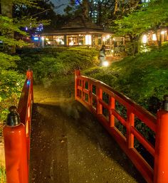 A restaurant in the grounds of the New Otani Hotel in Tokyo by Anguskirk, via Flickr
