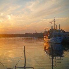 Arrival of the Sunnan day cruise back to dock in Ekenäs. #ekenäs #sunnan #cruise #finland #raseborg #hoganfinland #photooftheday #sunsets #boats #serenity #coast #destinations #raseborgcool