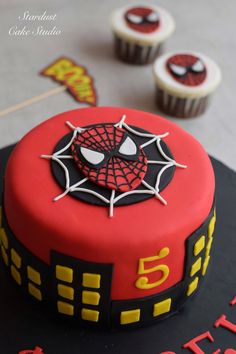 If you are planning a spiderman party here is a collection of spiderman cake ideas to help. Spiderman Torte, Spiderman Birthday Cake, 5th Birthday Cake, Superhero Cake, Themed Birthday Cakes, Themed Cakes, Batman Cakes, Men Birthday