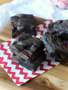 Cake Mix Brownies  1 box chocolate cake mix, 1/4 cup oil, 1/2 cup milk, 1 egg, 10 oz chocolate chunks (chips or melts) Mix all ingredients. Stir in chocolate chunks. Spread batter into greased 8x8 pan. Bake in preheated oven 350 for 20 min. Cool before cutting.