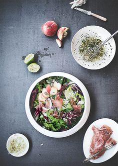 Sommersalat mit Weinbergpfirsischen und Serrano-Schinken |Food-Fotografie von Anna Schneider | neon fotografie