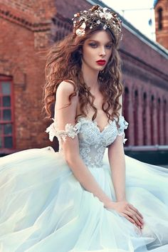 WedLuxe– Galia Lahav: Les Rêves Bohémiens |  Follow @WedLuxe for more wedding inspiration!