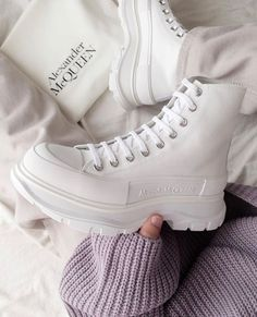 Sneakers Fashion, Fashion Shoes, High Top Sneakers, Shoes Sneakers, Converse Boots, Pink Converse, Alexander Mcqueen Sneakers, Bcbg, Zapatos Shoes
