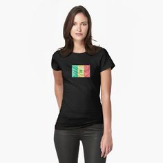 Coupe slim, mais si ce n'est pas votre style, commandez une taille au-dessus. Les couleurs unies sont 100 % coton ; les couleurs chinées sont 90 % coton et 10 % polyester. Issu du commerce éthique. Ukraine, Magic S, Pink Bubbles, Legging, My T Shirt, Chiffon Tops, Shirt Designs, Classic T Shirts, Sweatshirt