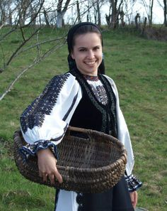 Romanian blouse - you can see the similarity with a shirt that Stella McCartney did last year Folk Costume, Costumes, Romanian Girls, Visit Romania, Clothing And Textile, Just Smile, Traditional Outfits, Ukraine, Young Frankenstein