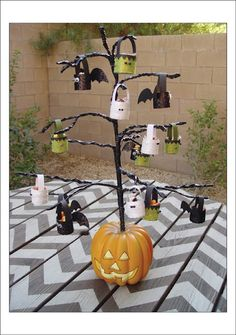 Pottery Barn Knock Off Halloween Tree {tutorial} @Kiki and Company  #halloween
