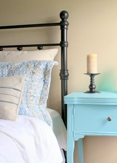 DIY Iron-look spray painted headboard- brass headboards are cheap on Craiglist. Brass Headboard, Painted Headboard, Brass Bed, Old Sewing Machine Table, Sewing Table, Basement Guest Rooms, Wrought Iron Beds, Bedroom Decor, Master Bedroom