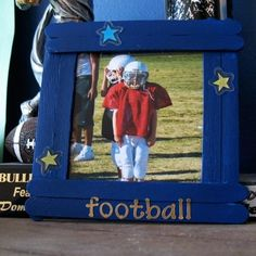 Craft Stick Picture Frame.  I am going to have the boys make these for the nursing home.