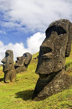From the to the century the Polynesians erected enormous stone figures known as moai on Rapa Nui Zbrush, Wanderlust Magazine, Chile Tours, Kalter Winter, Easter Island, Machu Picchu, Animation, South Pacific, Deviantart