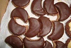 Karamelové rohlíčky Caramel, Cookies, Fruit, Desserts, Food, Sticky Toffee, Crack Crackers, Tailgate Desserts, Candy