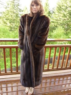 fb196df852c Magnificent Luxury Full Length Top Quality Natural Brown Mink Coat Medium  Large Excellent Condition. Mink Stole