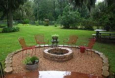 Round rough gravel patio with stone fire pit area diy ideas modern Fire Pit Seating, Diy Fire Pit, Fire Pit Backyard, Seating Areas, Fire Pit Off Patio, Round Fire Pit, Fire Pit Gravel Area, Fire Pit Area, Patio Diy