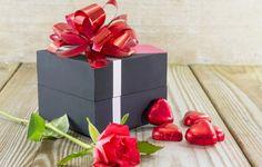 ПОЧЕМУ НЕЛЬЗЯ ДАРИТЬ ДАРЕННОЕ. Иногда случается так, что на праздник, юбилей или свадьбу дарят множество совершенно бесполезных вещей. Некоторые люди без сожаления и лишних терзаний совести передаривают ненужные подарки, другие,…