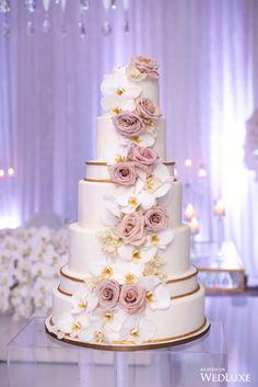 Wedding Cake Classic Wedding Cake Design Wedding Cake with Flowers Black Wedding Cakes, Floral Wedding Cakes, Cool Wedding Cakes, Elegant Wedding Cakes, Beautiful Wedding Cakes, Wedding Cake Designs, Beautiful Cakes, Wedding Cake Prices, Acrylic Cake Topper