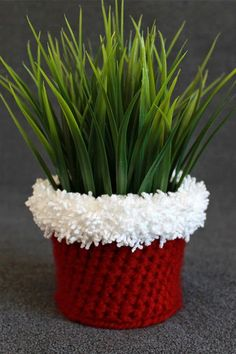 Crochet Holiday Planter Cover Pattern -- great grab-bag or hostess gift! | The Inspired Wren
