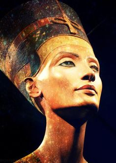 Bust of Queen Nefertiti.