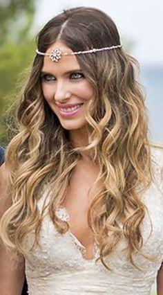 Beach waves for beautiful, casual wedding hair