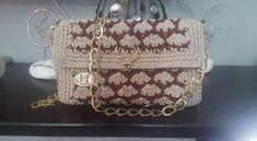 Handmade crochet bag shell stitch double coloured Handmade Bags, Shells, Monogram, Shoulder Bag, Stitch, Crochet, Pattern, Color, Conch Shells