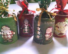 Decoração natalina com latinhas.