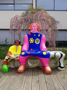 The Bench Generations - Niki de Saint Phalle Jean Tinguely, Friedensreich Hundertwasser, Alberto Giacometti, Mannequin Art, French Sculptor, Amazing Street Art, Amazing Art, Showcase Design, Paper Clay