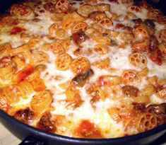 Przepis na zapiekanka makaronowa - MniamMniam.com Hawaiian Pizza, Macaroni And Cheese, Cooking, Ethnic Recipes, Food, Kitchen, Mac And Cheese, Essen, Meals