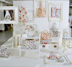 Love Cath Kidston bags.. cant wait to go to the UK to get 1 or 3.. lol