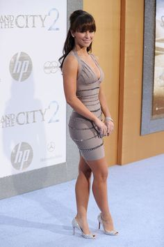 Jennifer Love Hewitt curves and sexy legs in a body con dress and high heels. Beautiful Legs, Gorgeous Women, Gorgeous Dress, Absolutely Gorgeous, Jennifer Love Hewitt Body, Jeniffer Love, Belle Silhouette, Actrices Sexy, Femmes Les Plus Sexy