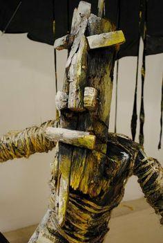 LLUVIA  FLOTANTE CON PARAGUA ENOJADO ENTRE PECES by Gabriel Mesa, via Behance
