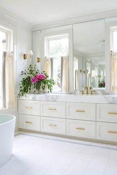 White and Gold Bathroom Ideas Beautiful Modern Master Bathroom Renovation Ideas Glam White and Gold Master Bathroom Bathroom Interior, Home Interior, Interior Design, Interior Decorating, Decorating Ideas, Modern Master Bathroom, Small Bathroom, Bathroom Mirrors, Bathroom Ideas