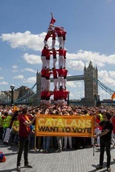 """#CatalansWantToVote La Colla Joves Xiquets de Valls aixeca el 5 de 7 a Londres per reivindicar el dret al referèndum - directe.cat, 8 DE JUNY DE 2014. La Colla Joves Xiquets de Valls ha aixecat aquest migdia un 5 de 7 davant per defensar el dret a fer un referèndum sobre la independència de Catalunya. Una actuació que s'emmarca en la macrodiada a nivell europeu """"Catalans want to vote. Humans towers for democracy"""", organitzada per Òmnium Cultural."""