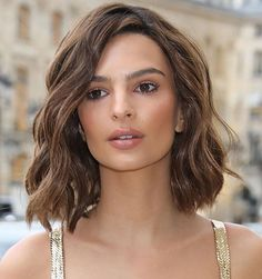 This silky dress trend is the sexiest look models like Kendall Jenner, Emily Ratajkowski, and Hailey Bieber are living for. hair styles These Celebs Are Obsessed With This Sexy Satin Dress Trend Curly Hair Styles, Medium Hair Styles, Medium Thick Hair Cuts, Medium Length Wavy Hair, Short Wavy Hair, Prom Hairstyles For Short Hair, Oval Face Hairstyles, Ladies Hairstyles, Wavy Bob Hairstyles