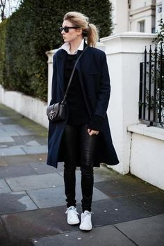 7 super-chic outfits that prove you can wear sneakers to work Street Style Outfits, Sneakers Street Style, Mode Outfits, Chic Outfits, Fashion Mode, Star Fashion, Look Fashion, Winter Fashion, Womens Fashion