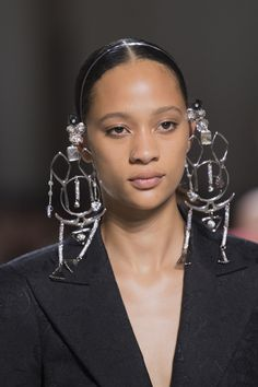 Givenchy at Couture Fall 2019 - Details Runway Photos Women Accessories, Jewelry Accessories, Fashion Accessories, Jewelry Design, Fashion Jewelry, Givenchy, Tiny Stud Earrings, Hoop Earrings, Jewelry Trends
