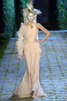 Google Image Result for http://www.vogue.co.uk/ImageLib/320x480/Shows/AW2006/Paris/Couture/Christian_Dior/00300f.jpg