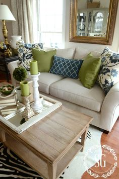 Inspiring Living Room Color Schemes Ideas Will Make Space Beautiful - Page 20 of 41 - Choti Deco Living Room Green, New Living Room, Home And Living, Cream Sofa Living Room Color Schemes, Cushions On Sofa Color Schemes, How To Decorate Living Room, Good Living Room Colors, Bedroom Green, Cottage Living