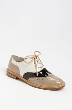 Besides my favorite pretty little liar: Spencer Hastings having worn these, I absolutely long for these because of their modern 50's inspired look:)!