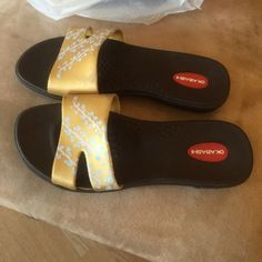 Okabashi sandals size ML great shape These are in very good shape label says M/L best for a 8/8.5 no trades or modeling. Okabashi Shoes Sandals