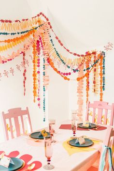 DIY Friendsgiving Table Spread - The House That Lars Built Decoration Birthday, Diy Party Decorations, Diy Birthday Design, Diy Party Garland, Diy Party Crafts, Flag Garland, Birthday Garland, Craft Party, Celebrate Good Times