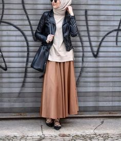 Smart and cute hijab outfits – Just Trendy Girls Hijab Chic, Casual Hijab Outfit, Stylish Hijab, Islamic Fashion, Muslim Fashion, Modest Fashion, Fashion Outfits, Maxi Skirts For Women, Look 2017