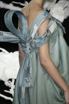 128 details photos of Christian Dior at Couture Spring 2007.
