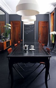 0 black walls, black table and white ceiling