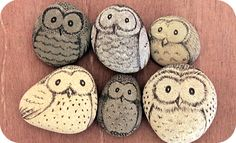 pebbles and owls galets peints Pebble Painting, Pebble Art, Stone Painting, Diy Painting, Rock Crafts, Fun Crafts, Arts And Crafts, Owl Rocks, Stone Art