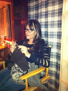 Katey Sagal knitting on the set of Sons of Anarchy